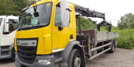 ULEZ EURO 6 - 2014 DAF LF55 18 ton 22ft6 Dropsider with Palfinger Crane