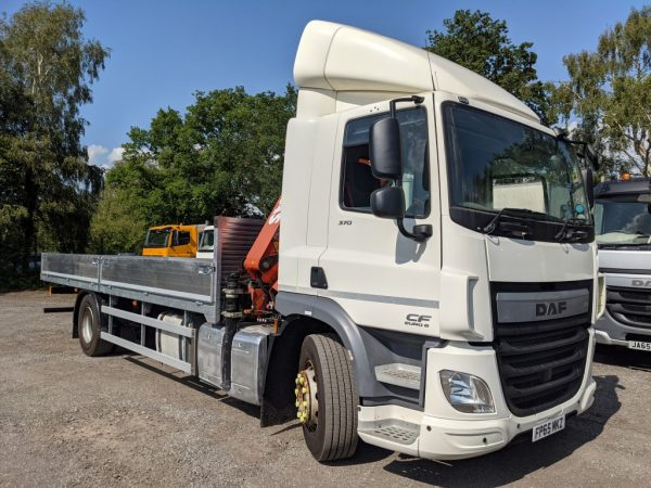 DAF CF75.370 Dropsider with Crane and Draw Bar