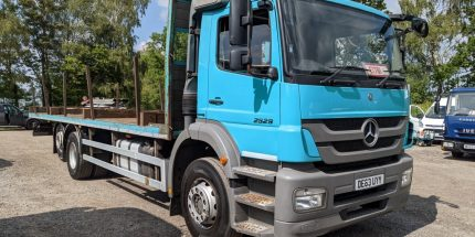 Mercedes 26 ton Flat