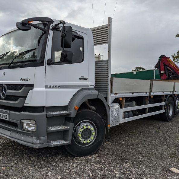 Mercedes 26 ton crane